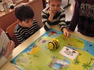 Bee-Bots bei Schatzsuche