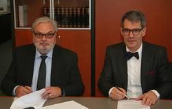 Oberfinanzpräsident Werner Nägler (links) und Thomas Michel, Geschäftsführer der DLGI (Dienstleistungsgesellschaft für Informatik, ECDL Deutschland) (rechts)
