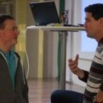 Christoph Sperl diskutiert mit seinem ehemaligen Informatiklehrer DI Gerhard Waser, der diesen Vortrag ins Leben gerufen hat