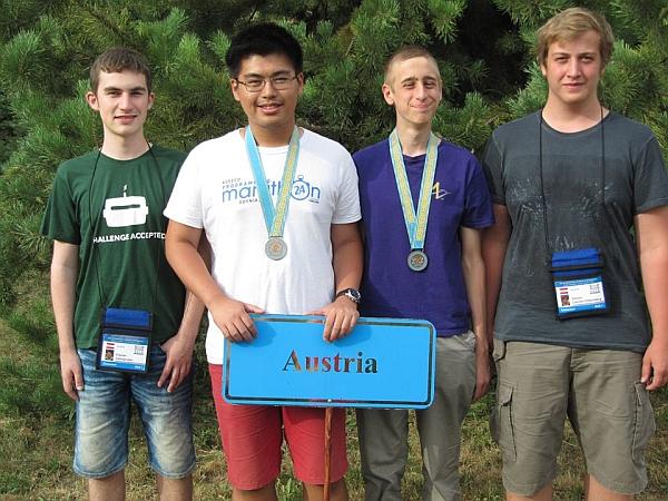 IOI Team 2015: Florian Leimgruber, Gray Ye (Bronze), Peter Ralbovsky (Bronze), Simon Lehner-Dittenberger