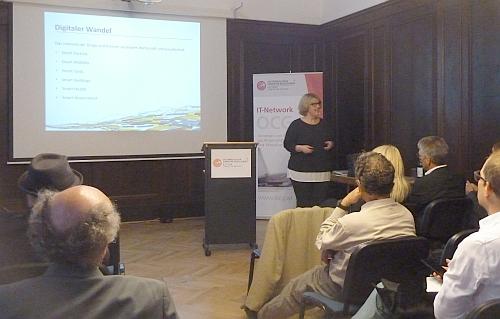 Ruperta Lichtenencker beim OCG Kamingespräch am 12. Mail 2016