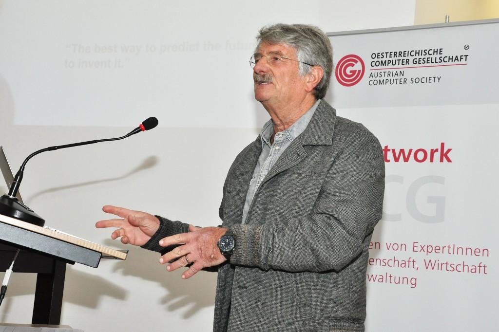 Helmut Schauer beim Vortrag