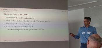 PowerPoint Folie präsentiert von G-Goluch zu qualifizierten Stellen