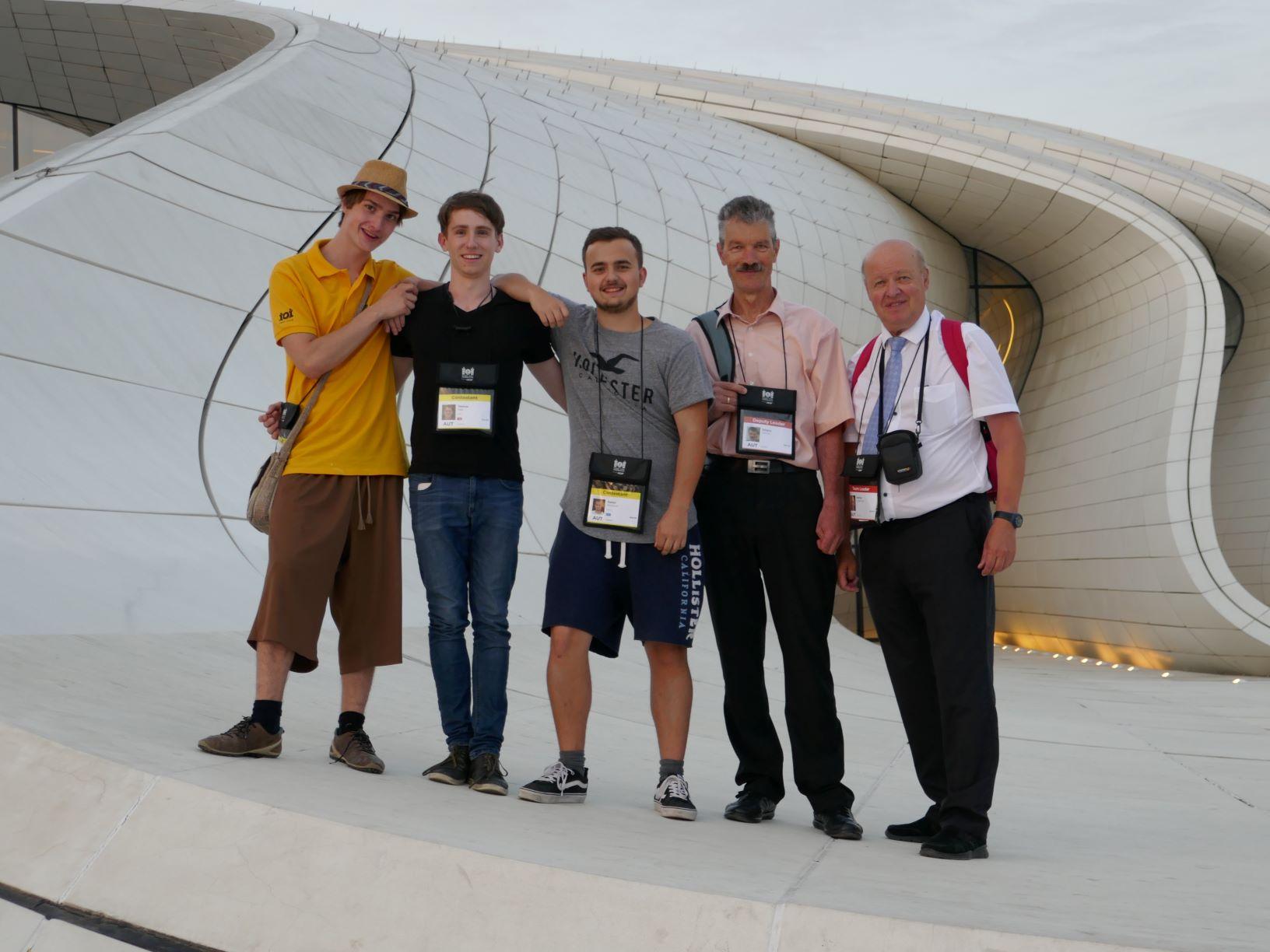 Robin, Thomas und Daniel mit den Betreuern Johann Fellner und Helmut Achleitner