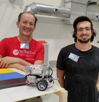 Wilfried Baumann und Benjamin Hirsch mit LEGO Mindstorm